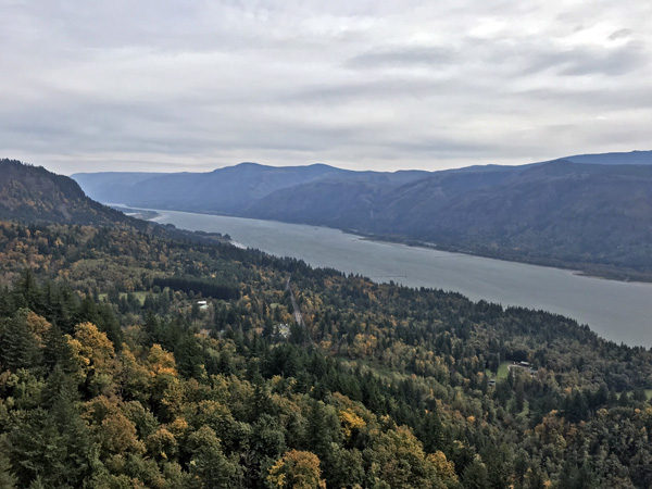 Cape Horn trail viewpoint over Columbia River Gorge