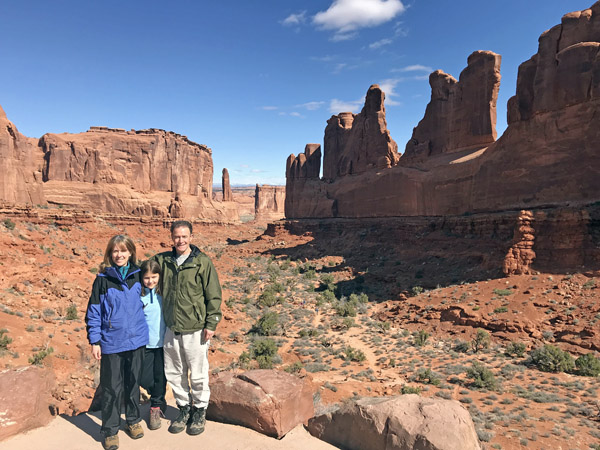 Arches National Park Park Avenue Trail hikers